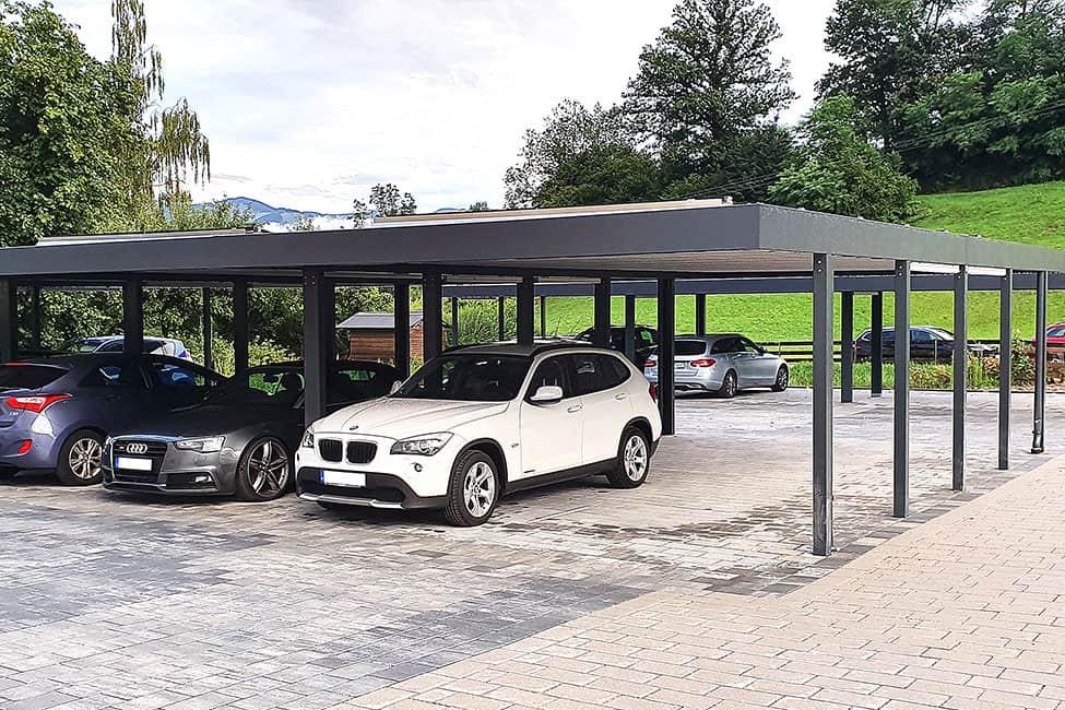 Carport für mehrere Fahrzeuge